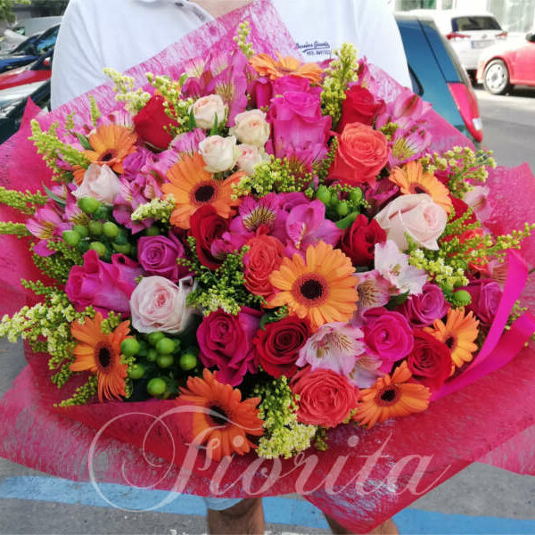 Bright roses and gerberas bouquet